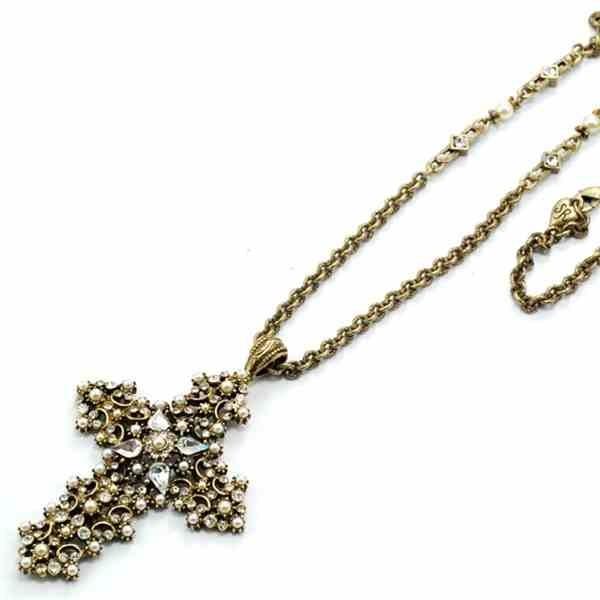 krzyż z perłami