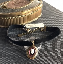 medalion z kameą