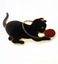 broszka bawiący się kotek