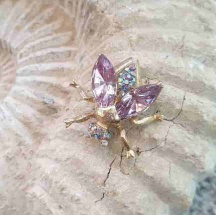 Broszka Pszczoła Liliowa