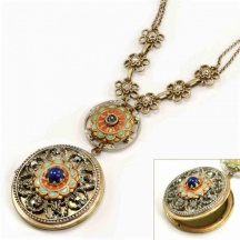 Naszyjnik z medalionem w renesansowym stylu
