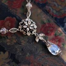 Naszyjnik vintage z białmi kryształami